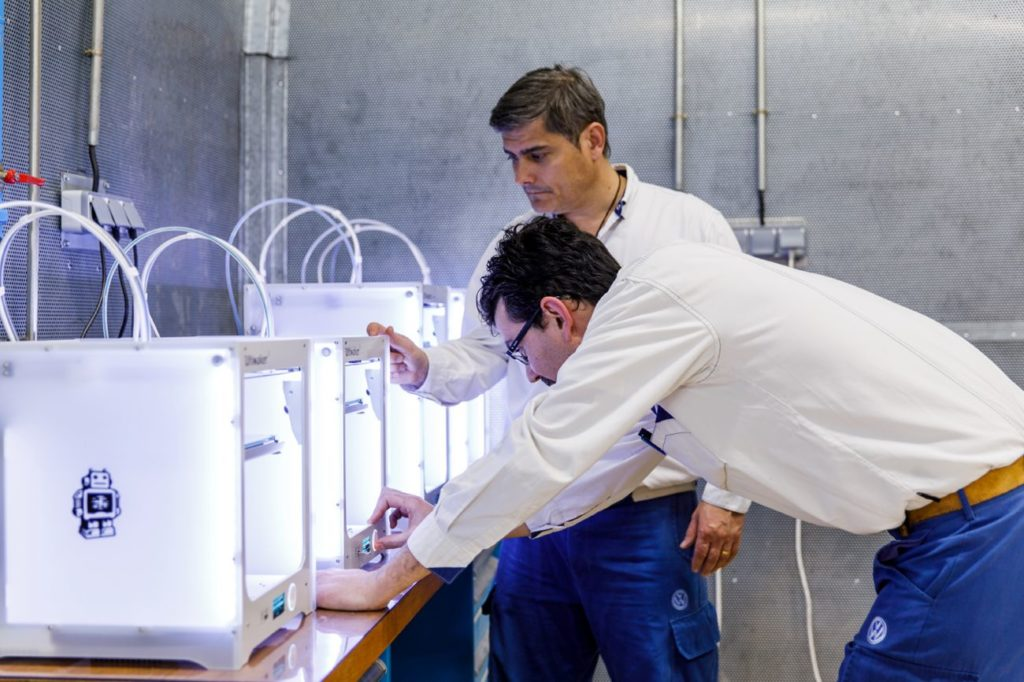 Impressoras 3D imprimindo as ferramentas na Volkswagen